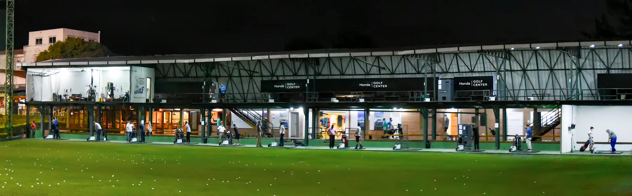 Bate bola do Honda Golf Center: local ideal para treinar quase todos os tipos de tacadas, inclusive à noite